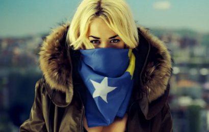 """Rita Ora me """"Shine Ya Light"""" uron në gjuhën shqipe 12 vjetorin e Pavarësisë së Kosovës"""