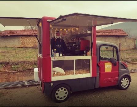 Fshati Bojanë gjen zgjidhjen se si t'u shërbejë 'makiato' dhe 'ekspresso' në kohë Koronavirusi