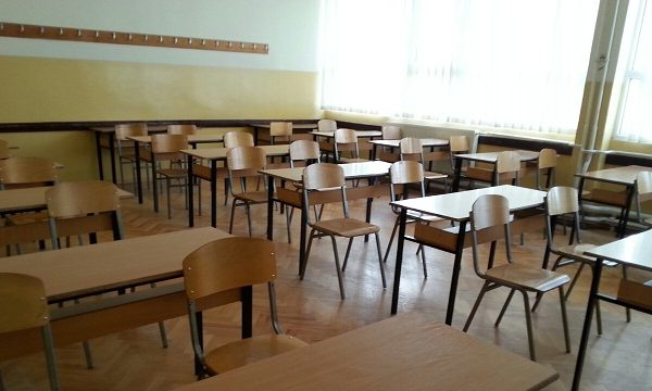 Në Gostivar kërkohet mësimi me prezencë fizike
