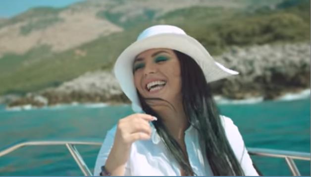 Fifi publikon këngën e re në bashkëpunim me artistin e ri Blleki
