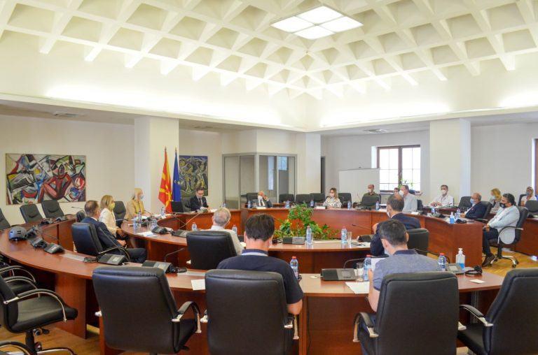 RMV: Sot takohen sekretarët e partive politike shqiptare ]
