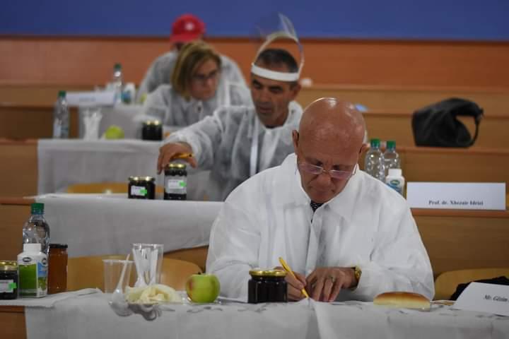"""UT dhe Shoqatat """"Qyteti i Bletëve"""" dhe """"Mjalti i Pollogut"""" organizuan gara ndërkombëtare për kualitet të mjaltit"""