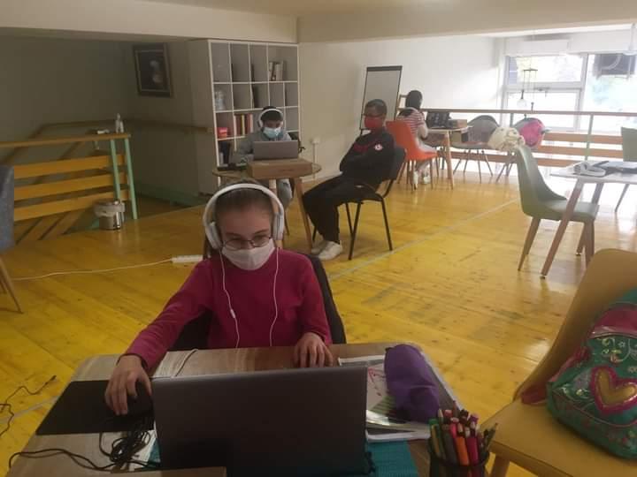 Shift Center Tetovë ofron shërbim të kyqjes online për fëmijët që nuk mjete për ndjekjen e mësimit