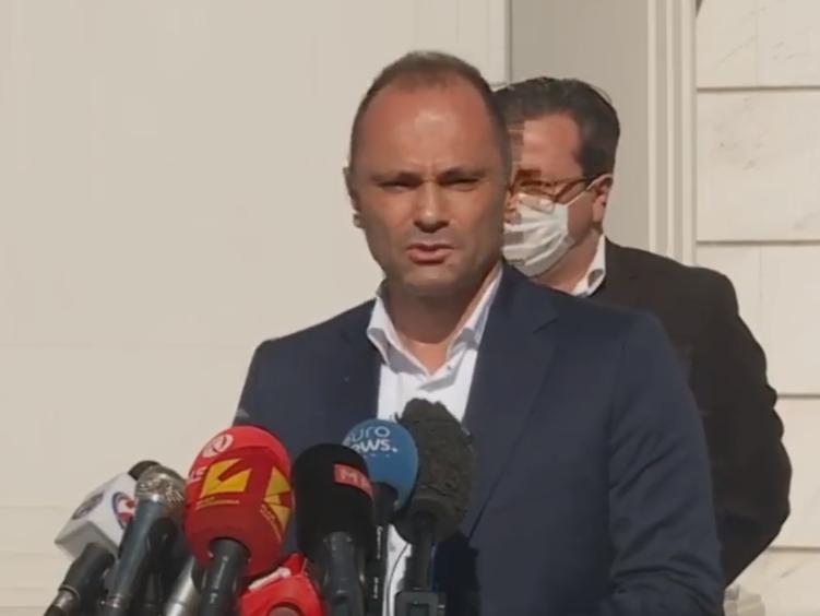 Ministri Shëndetësisë paralajmëron punësimin e 250 mjekëve specialistë