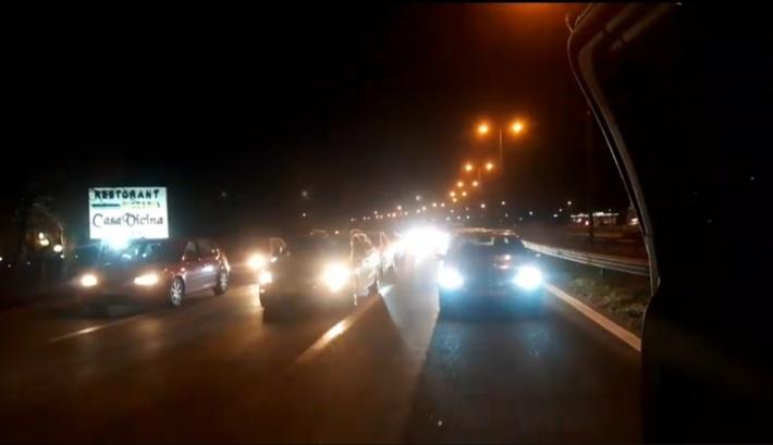 Vijojnë edhe më tej protestat kundër EVN-së duke bllokuar autostradën e Zhelinës