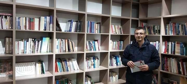 Fashti Pirok ka hapur bibliotekë dhe leximore