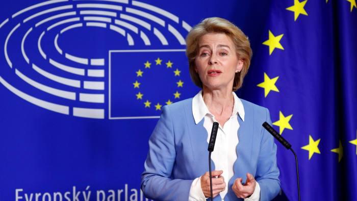 Shefja e BE-së Ursula von der Leyen pranon vonesat për vaksina