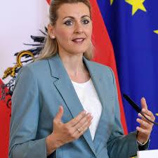 Ministrja austriake jep dorëheqje pas akuzave për plagjiaturë të temës së diplomës