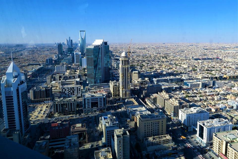 Arabia Saudite rihapi të gjitha kufijt