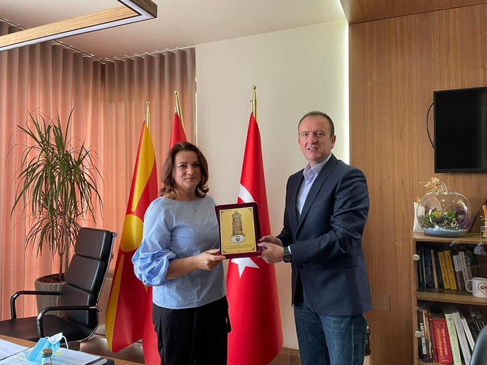 """Komuna e Gostivarit, do të shpallë gjinekologen e njohur Hatije Ismaili """"qytetare nderi"""""""