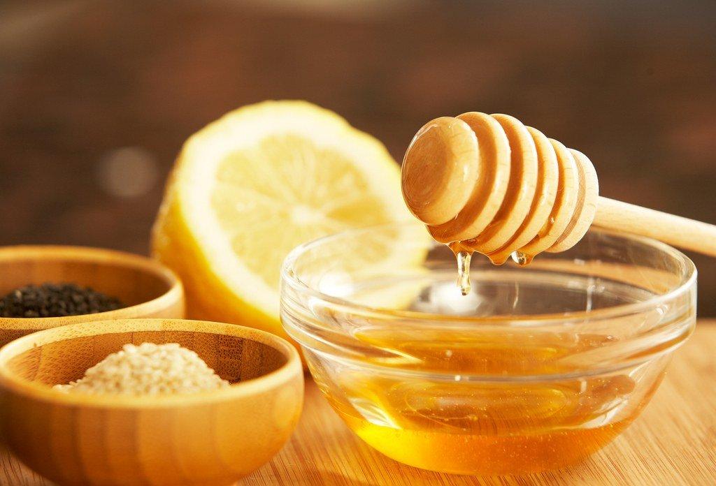 Ç'ndodh me organizmin nëse pini ujë të vakët me mjaltë, do të habiteni me rezultatet